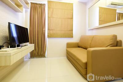 Easy Access to Mall 2BR Green Pramuka Apartment By Travelio