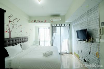 Homey Studio @ Grand Dhika City Apartment By Travelio
