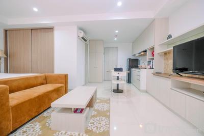 Spacious and Comfy Studio at Azalea Suites Cikarang Apartment By Travelio