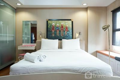 Cozy and Modern Studio Apartment at Belmont Residence Puri By Travelio
