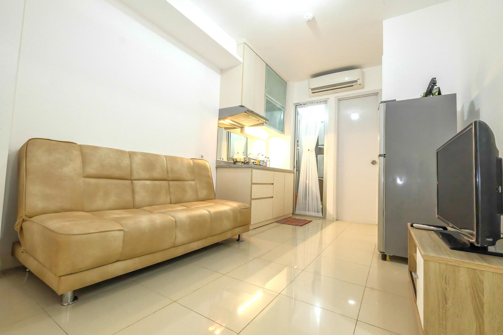 Bassura City Cipinang - Cozy 2 BR Bassura City Apartment By Travelio