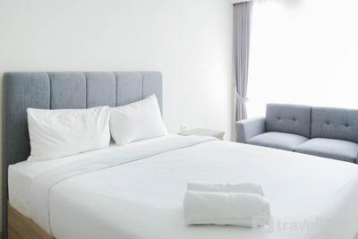 Minimalist and Homey Studio Menteng Park Apartment By Travelio