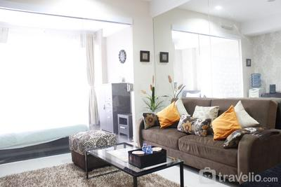 Stylish 1BR near ITB University at Dago Suites Apartment By Travelio