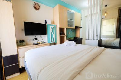 Compact and Cozy Studio Apartment Green Pramuka City By Travelio
