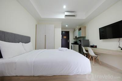 Comfort and Cozy Studio Room at Menteng Park Apartment By Travelio