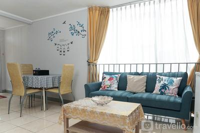 Cozy Living 1BR + 1 Apartment at Seasons City By Travelio