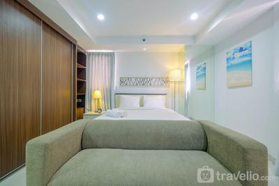 Trendy and Spacious Studio Azalea Suites Apartment By Travelio