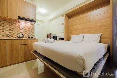 Modern Studio Apartment 27th on Top of Green Pramuka Mall By Travelio