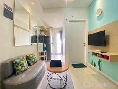 Homey and Clean 1BR Apartment at Parahyangan Residence By Travelio