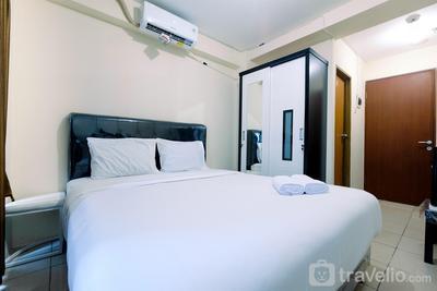 Comfy Studio Room at Tifolia Apartment By Travelio