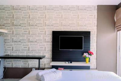 Comfy Studio Apartment @ Skylounge Tamansari By Travelio