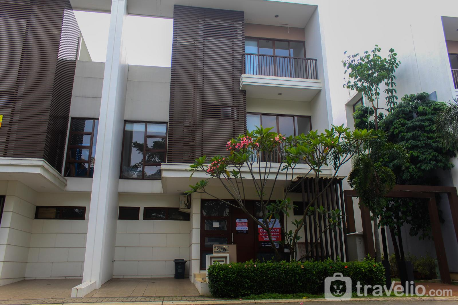 3BR Cozy Full Furnished House at Vanya Park BSD By Travelio